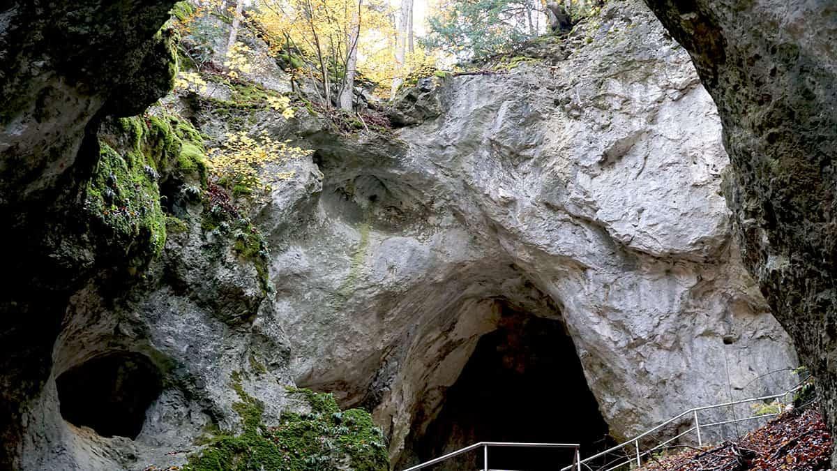 Riesenburg-Versturzhöhle